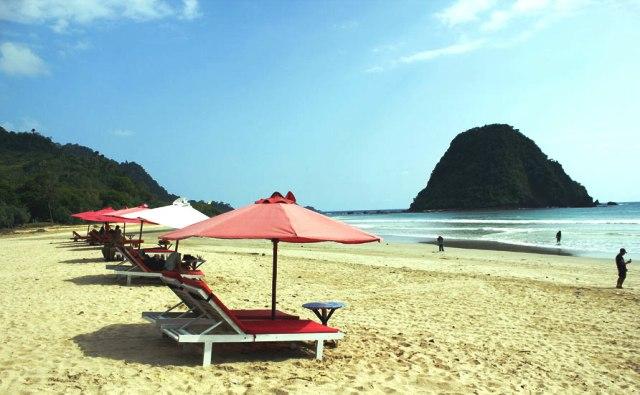 Tempat Wisata Banyuwangi - Pantai Pulau Merah