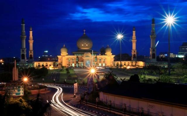 Tempat Wisata di Surabaya - Masjid Agung Surabaya