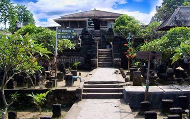 Tempat Wisata Di Lamongan - Makam Sunan Drajat