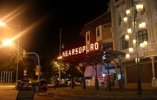 Wisata Solo - Ngarsopuro Night Market Solo