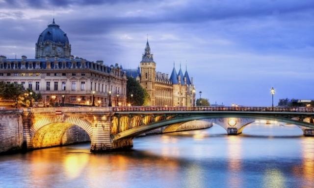 Tempat Wisata di Paris - Sungai Seine