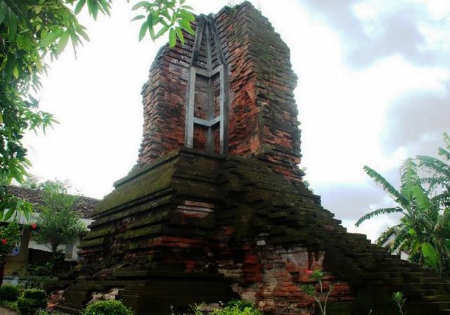 Tempat Wisata Sidoarjo Yang Wajib Dikunjungi Candi Dermo