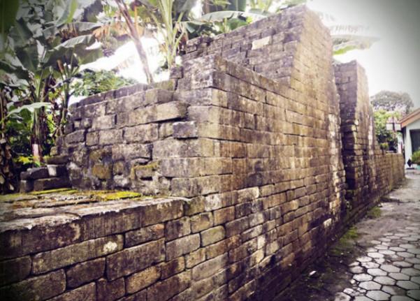 Reruntuhan Benteng - Tempat Wisata Paling Populer di Kotagede Yogyakarta