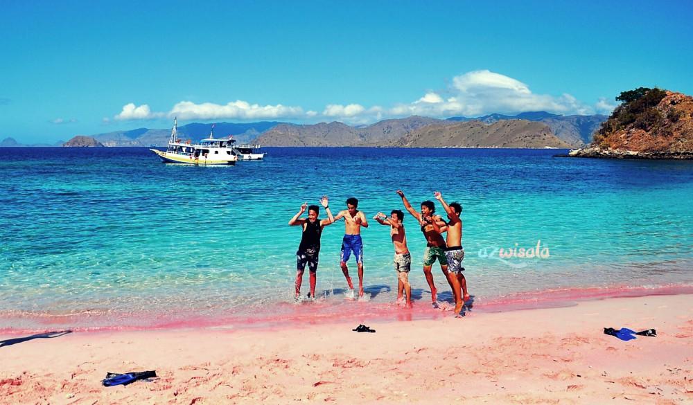 Tempat Wisata Pulau Komodo Pantai Merah