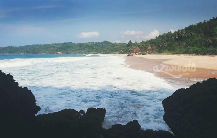 Pantai Kunir - Tempat Wisata Pantai di Pacitan