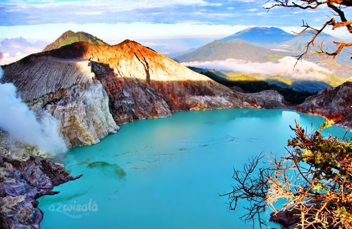 Tempat Wisata Kawah Ijen, Gunung Wisata Kaldera di Indonesia