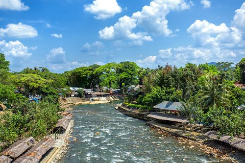 https://www.azwisata.com/wp-content/uploads/2018/07/Tempat-Wisata-di-Sumatera-Utara-Bukit-Lawang.jpg