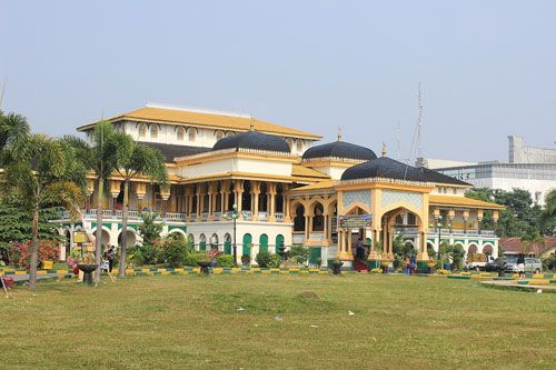 https://www.azwisata.com/wp-content/uploads/2018/07/Tempat-Wisata-di-Sumatera-Utara-Istana-Maimun.jpg